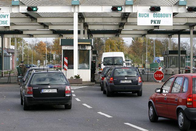 Koronawirus. Straż Graniczna: na tych przejściach czeka się najkrócej. Na polecenie szefa MSWiA kierowcom dostarczano posiłki