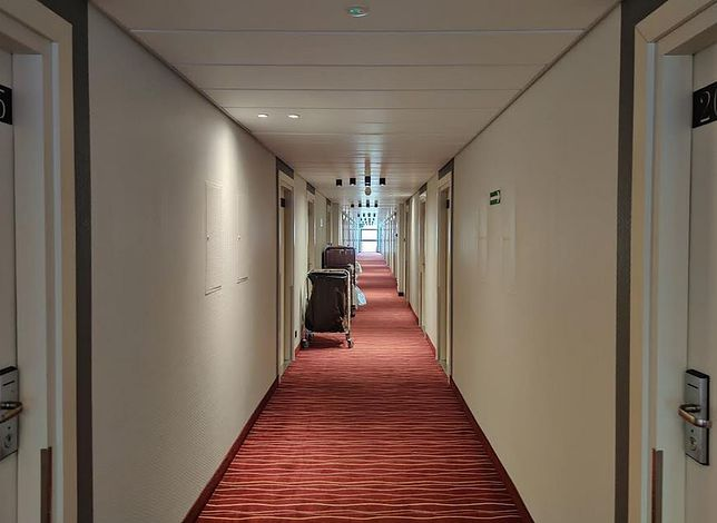 """Hotele są już """"odmrożone"""", ale nie przyciągają jeszcze zbyt wielu klientów"""