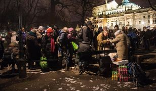 """Z """"Zupy na Plantach"""" korzystają nie tylko bezdomni, ale także ubodzy mieszkańcy Krakowa"""