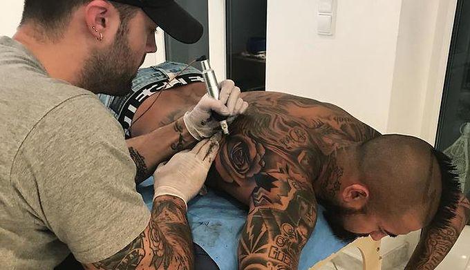 Arturo Vidal Nie Zwalnia Tempa Tatuaże Pokryły Całe Plecy Wp