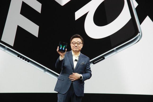DJ Koh, prezes Samsunga, podczas prezentacji modelu Galaxy Fold, źródło: materiały prasowe.