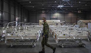Koronawirus. Czechy. Znów ponad 14 tysięcy nowych przypadków. Na zdjęciu: armia buduje szpital polowy w Pradze