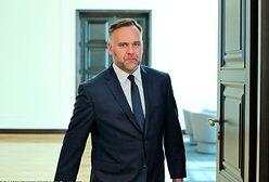 Tabloid przeprasza byłego ministra skarbu. Zapłaci pieniądze na chore dzieci