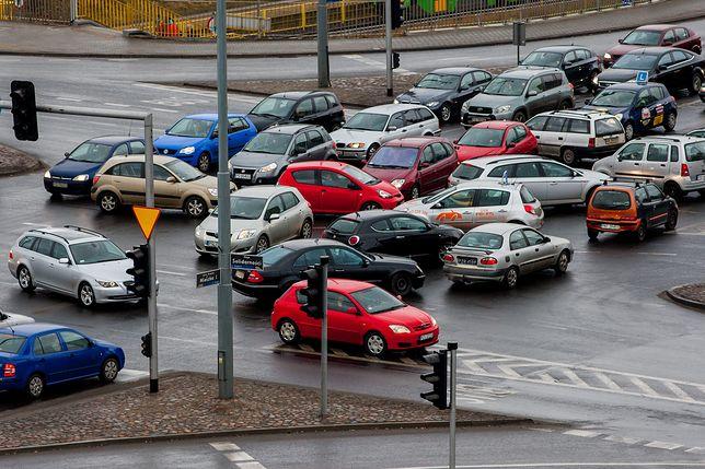 Nasz quiz pokazał, że kierowcy nie znają przepisów. Po latach zapominamy, jak jeździć