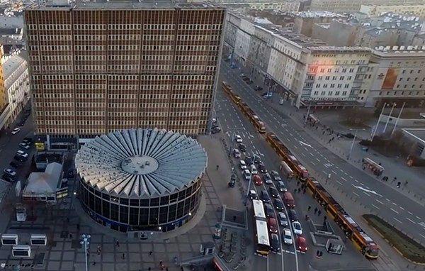 Warszawa bez reklamowych śmieci. Piękny film!