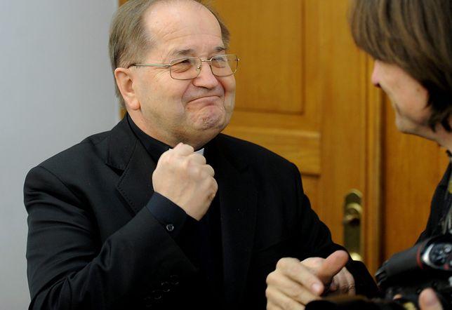 Jak ojcu Rydzykowi uda się zrealizować wszystkie umowy, to do jego spółki trafi 50 mln zł