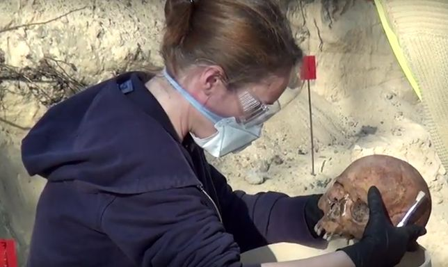 Szkielety ofiar komunizmu odnalezione na Bródnie