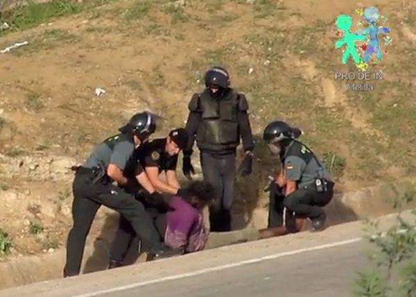 Bruksela oskarża: hiszpańska policja bije imigrantów