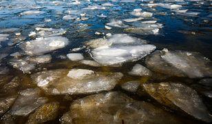 Września. Pod trzema chłopcami załamał się lód; trafili do szpitala