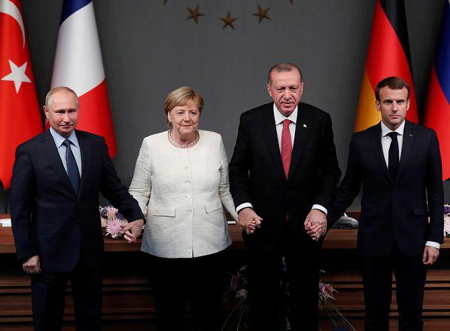 Fotografia przywódców czterech państw jest szeroko komentowana w sieci