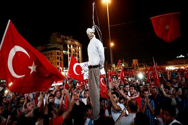 Ankara oskarża islamskiego duchownego Gulena o zorganizowanie puczu
