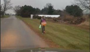 USA: Ojciec kazał córce iść do szkoły 8 kilometrów, a on za nią jechał i nagrywał. To kara za znęcanie się nad kolegami