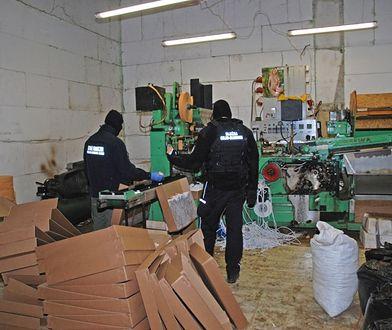 Dzięki CBŚP zlikwidowano nielegalną fabrykę papierosów w Irlandii. Mogła należeć do Polaków