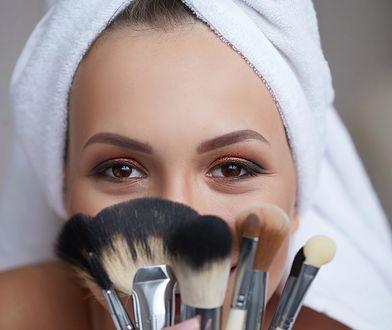 Pędzle do makijażu różnią się kształtem główek