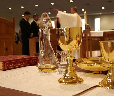 Parafia w Poznaniu zamieściła cennik modlitwy za zmarłych.