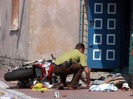 Motocyklista zginął od rany postrzałowej