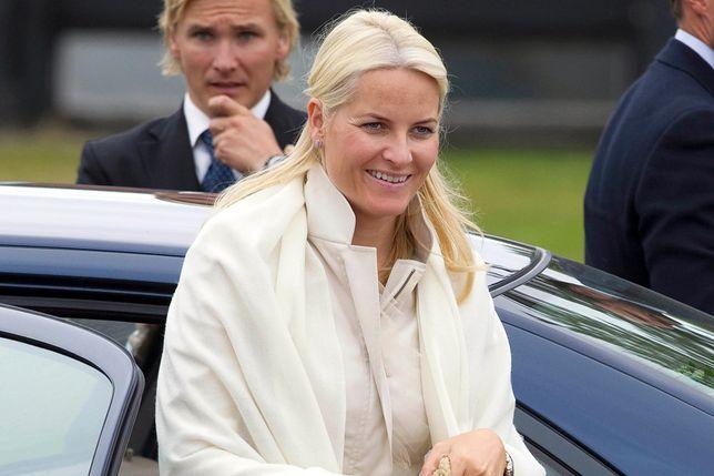 Księżna Mette-Marit w modnym płaszczu