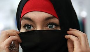 Fryzjerka, która nie chciała obsłużyć kobiety w hidżabie, stanęła przed sądem. Grozi jej więzienie