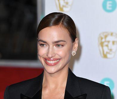 Irina Shayk na rozdaniu nagród BAFTA. Narzuciła marynarkę na gołe ciało