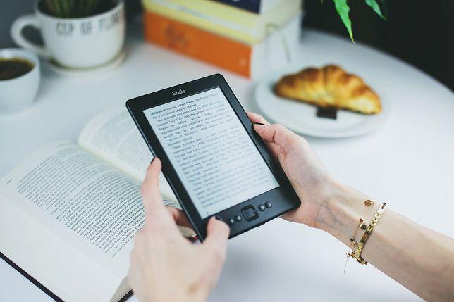 Dlaczego warto sięgać po ebooki i audiobooki? Zobacz, jak to działa!