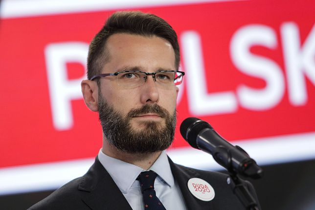 Wybory 2020. - O tym, co znajduje się w ulotce i jaki jest jej projekt graficzny zadecydował sztab kandydata - mówi Radosław Fogiel, wicerzecznik PiS