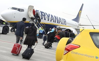 Rewolucja na niebie. Ryanair tnie siatkę połączeń