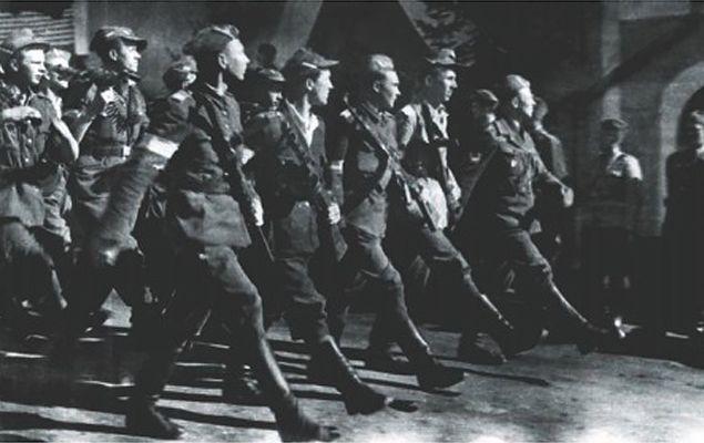Kompania kpt. Szalawy na defiladzie podczas obchodów zwycięstwa nad Niemcami, 15 maja 1945 r.