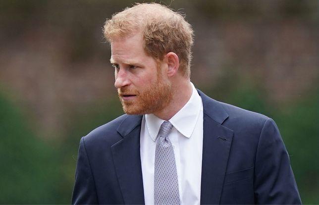 Książę Harry wydaje biografię. Co na to jego rodzina?