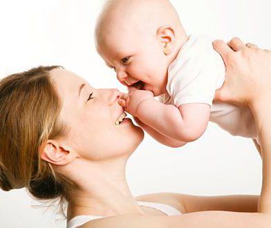 Kobiety, które wcześniej dojrzewają częściej rodzą córki