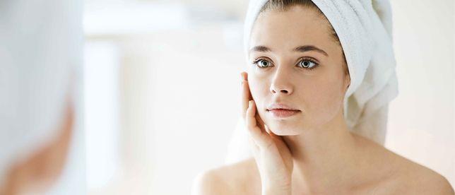 4 błędy w codziennej pielęgnacji twarzy, które powodują, że twoja skóra nadal jest sucha