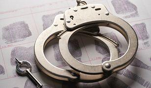 Łazy. Objęty był policyjnym dozorem, złamał zakaz i zaatakował żonę