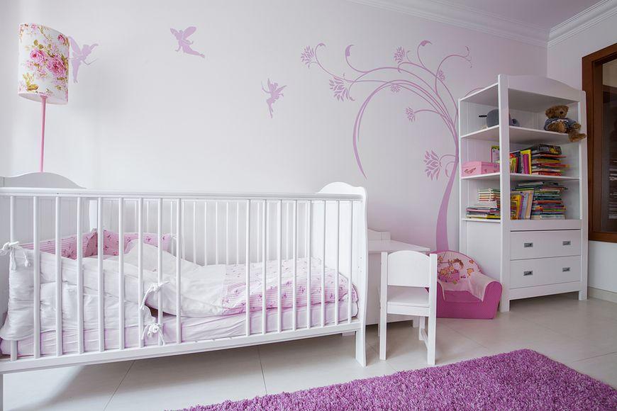 Fiolet w pokoju dla dziewczynki