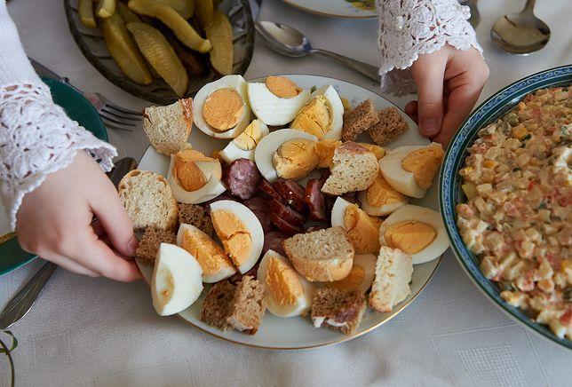Wielkanoc 2019. Potrawy, które powinny się znaleźć na wielkanocnym stole