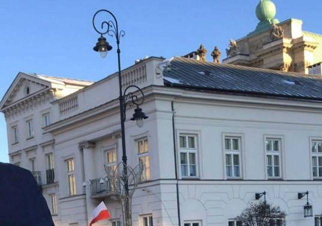 Przygotowania do miesięcznicy. Snajperzy chroniący polityków już siedzą na dachu
