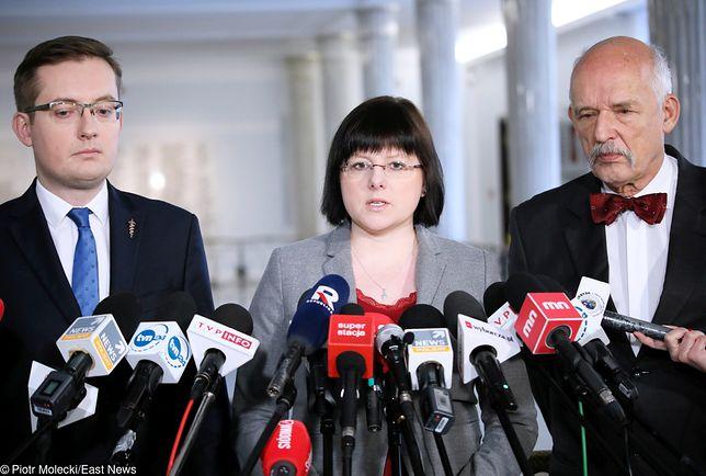 Kaja Godek z Robertem Winnickim i Januszem Korwin-Mikke