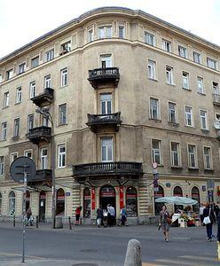 Warszawa. Remont kamienicy na skrzyżowaniu ulic Chmielnej i Szpitalnej