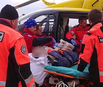 Załoga śmigłowca Lotniczego Pogotowia Ratunkowego w trakcie transportu medycznego