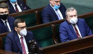 Spór w Zjednoczonej Prawicy. Poszło o nowe godło Polski
