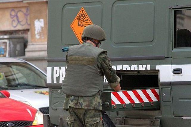 Ewakuowano mieszkańców bloku, dzieci i personel położonych w pobliżu przedszkola oraz sklepów.