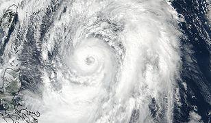 Japonia przygotowuje się na uderzenie tajfunu. Dziesiątki tysięcy ewakuowanych ludzi