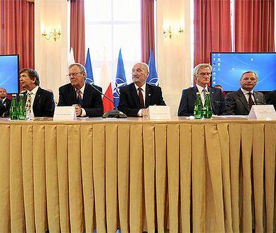 Jedna z konferencji podkomisji smoleńskiej w MON z udziałem Antoniego Macierewicza