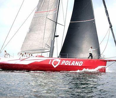 """Jacht """"I Love Poland"""" wypłynął z mariny na Rhode Island w USA"""