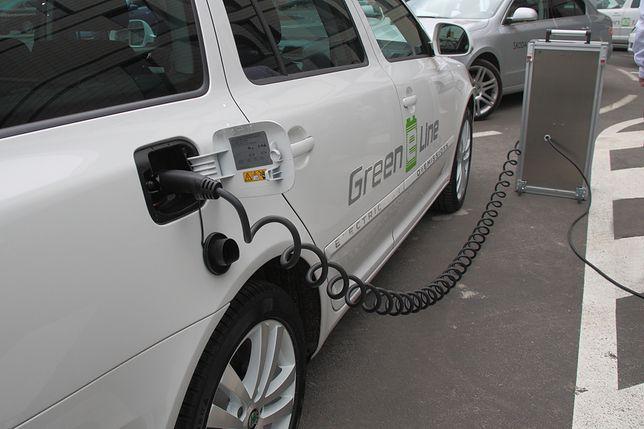Problemem przy podróżowaniu samochodami elektrycznymi w Polsce może być słaba sieć ładowarek