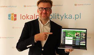 Łukasz Pawłowski pokazuje zwycięskie zakłady