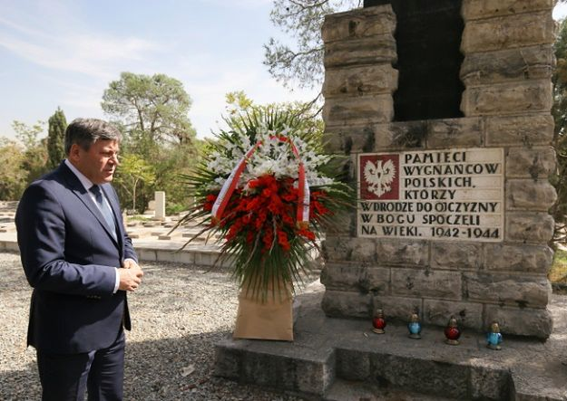 Janusz Piechociński na Polskim Cmentarzu Wojennym w Dulab na przedmieściach Teheranu