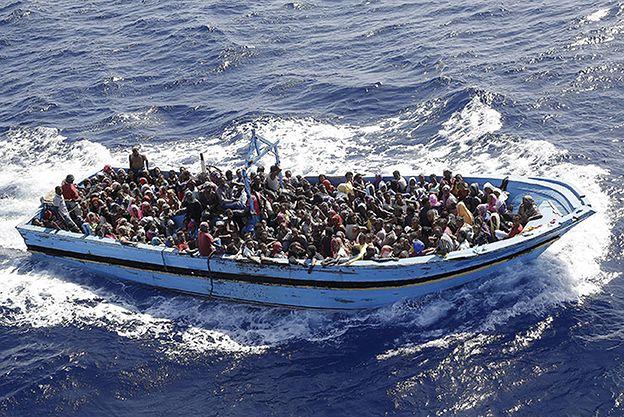 Religijny spór na pełnym morzu. 12 imigrantów zginęło w drodze do Włoch