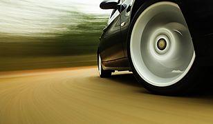 Polacy coraz częściej kupują luksusowe samochody