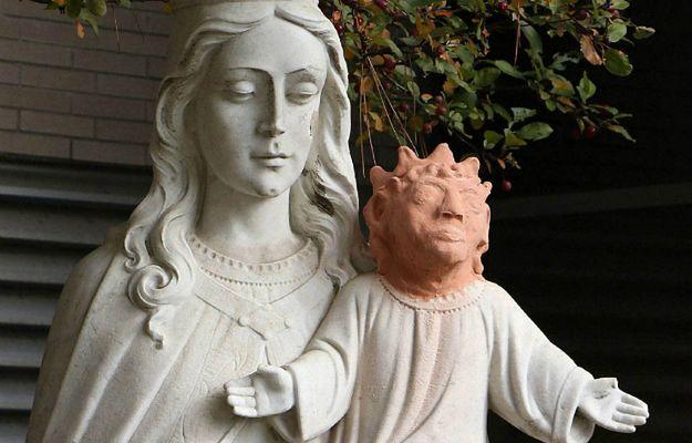 Artystka naprawiła urwaną głowę Jezuska. Była tak brzydka, że sam ksiądz ją oderwał