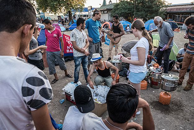 Dwa tysiące, dziewięć, dwanaście, jeszcze więcej. Ilu uchodźców chcą przyjąć Polacy?