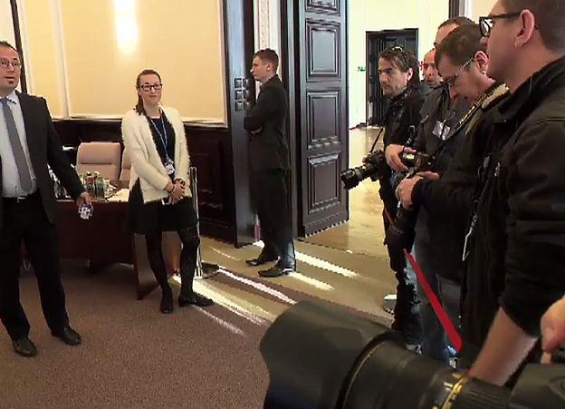 Pierwsze posiedzenie rządu w tym roku. Dziennikarze odgrodzeni taśmą od polityków